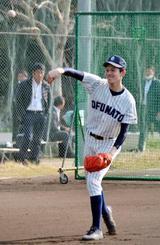 奈良県内で行われた研修合宿でキャッチボールをする大船渡の佐々木朗希投手