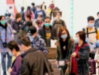 県内を訪れる中国人観光客。マスク姿が目立つ