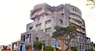 臨時職員で78人の欠員が出ている宮古島市=8日、宮古島市平良西里・市役所平良庁舎