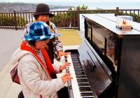 「被爆ピアノ」、沖縄戦の終焉の地に 平和のメロディー流れる