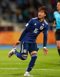 日本―エクアドル 後半、同点ゴールを決め駆けだす山田=ビドゴシチ(共同)