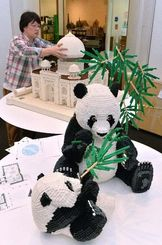 作品が搬入され準備が進むレゴブロックで作った世界遺産展=17日午前、浦添市美術館