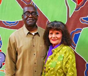 ロサンゼルス郊外ガーデナ市の北米沖縄県人会館でダレル・ニールさん(左)と妻のキヨさん