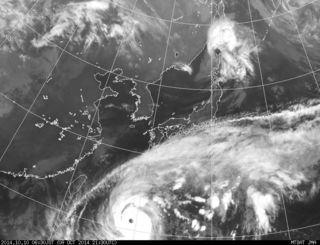 台風19号の衛星画像(10日午前6時30分現在、気象庁のホームページから)