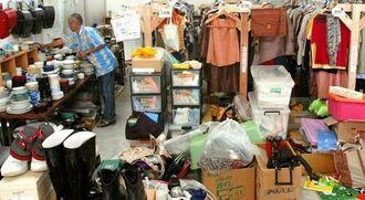 震災発生直後、宮城県人会「沖縄萩の会」に届けられた支援物資=浦添市