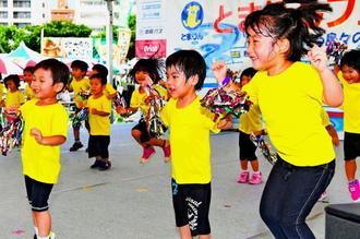 かわいらしいダンスを披露したまえじま保育園の園児たち=9日、那覇市前島(喜屋武綾菜撮影)