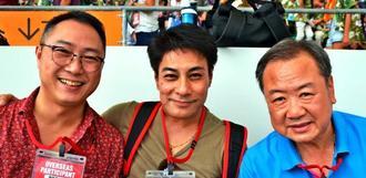 【香港】渡嘉敷孝由さん(中央)、レイモンド・ローさん(右)、ジェームズ・トーさん