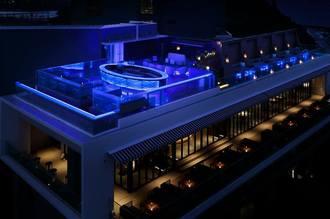 瀬長島にあるレストラン「POSILLIPO(ポジリポ)」の屋上にあるルーフトップバー「MARE(マーレ)」(JUAST提供)