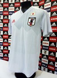 サッカーW杯で新ユニホーム 淡いグレー、日本代表が着用