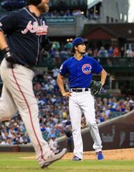 ブレーブス戦の2回、マキャン(左)に本塁打を浴びたカブスのダルビッシュ=シカゴ(共同)