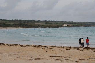 水難事故のあった宮古島市・伊良部島の「渡口の浜」=2015年8月