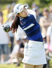 ゴルフ、20歳の小祝が首位発進 中京女子第1日