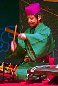 新国宝・比嘉聰、表現豊かな太鼓で魅了 沖縄で人間国宝5人が公演