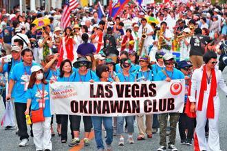 エルヴィス・プレスリー姿の男性も登場したラスベガス沖縄県人会