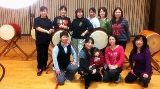 沖縄太鼓に魅せられ、初稽古に集まった沖縄県系の女性や日本本土出身の女性たち=マウントレーク市