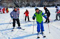 スキー初体験 大喜び/山形 中部の66人 親交深める