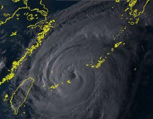 ひまわり8号リアルタイムwebがとらえた13日午後5時30分現在の台風18号