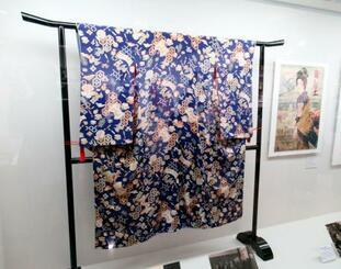 原節子が映画「新しき土」の宣伝でドイツ訪問時に着た振り袖。特別展で初展示された=10月、神奈川県鎌倉市