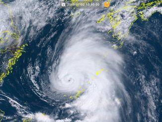 台風7号(2日午前10時50分、ひまわり8号リアルタイムwebから)