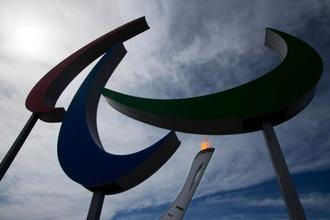 2014年、ロシアで開催されたソチ冬季パラリンピックの聖火(AP=共同)
