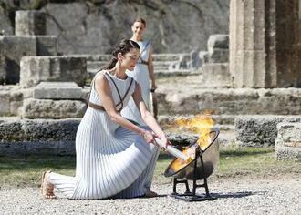 3月、ギリシャ・オリンピア遺跡で行われた東京五輪の聖火採火式