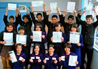 東日本大震災の被災地へ図書カードを送る喜瀬武原中の生徒たち=喜瀬武原中学校