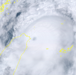 気象衛星ひまわり8号から見た台風14号(12日午後1時10分現在)