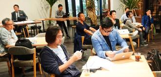 知的財産の活用方法について学んだ起業家ら=5日、那覇市久茂地・タイムスビル
