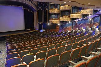 壁面にプライベート・ボックス席が設けられた計約860席のシアター=13日、那覇市
