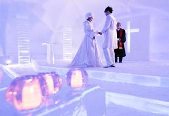 報道陣に公開された星野リゾートトマムの「氷の教会」=18日午後、北海道占冠村