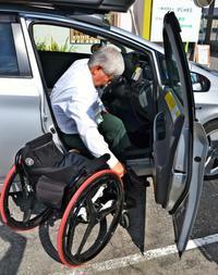 「かなり大変です…」 増えるセルフ給油所、困る障がい者ドライバー