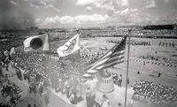 【写真で振り返る】聖火、復帰前の沖縄を往く 1964年東京五輪の聖火リレー