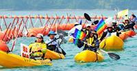 辺野古新基地:抗議の海上行進 船・カヌー70人が「作業やめろ」