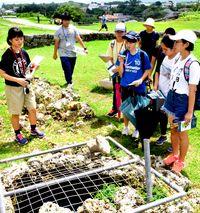 沖縄の魅力 新鮮体験/盛岡とうるまの中学生が交流/与勝高生 勝連城跡を案内