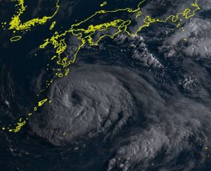 台風5号(4日午前6時50分現在、ひまわり8号リアルタイムwebから)