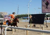 ロシアで日本の流鏑馬初披露 モスクワの競馬場満員盛況