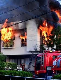 「煙が見えた」女子生徒がとっさの行動 民家火災、住人不在で難を逃れる【動画あり】