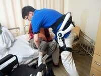 見守りセンサー・装着型ロボット・・・人手不足の介護現場、普及進むか?