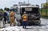 信号待ちの大型トラックが炎上 沖縄・北中城