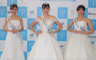 グランプリに選ばれた嘉手川奈菜さん(中央)、2位の玉城日菜乃さん(左)、3位の田場千樹さん=19日、那覇市ぶんかテンブス館