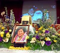 元ハワイ沖縄連合会会長・ジェーンさんのお別れ会に900人 イゲ州知事も参加