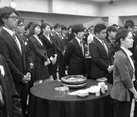 [きょうナニある?]/話題/若手研修医を歓迎・激励/135人 指導医らと交流