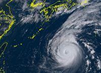 台風21号(チェービー)4日に本土上陸の恐れ 高波や雷雨に注意