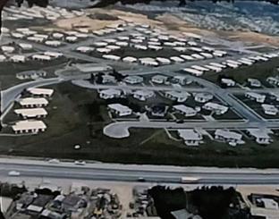 空から撮影した米軍の住宅エリア=1959年、那覇市天久付近(遠藤保雄さん撮影)