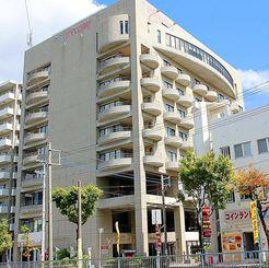 リゾネックス名護が全株式を取得した「ホテルシティーコート」=那覇市前島