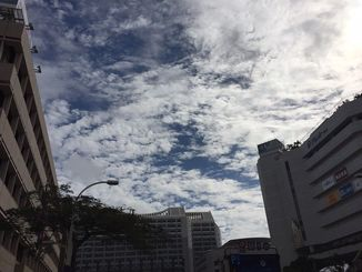 沖縄地方は各地で夏日を記録。先週末の寒さがうそのようです。