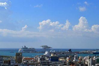 昨日に引き続きクルーズ船が2隻泊まっています。北東の風で過ごしやすい1日でした。