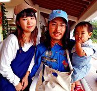 [ひと粋]/(左から)阿野美波さん(22)/翔大さん(27)/このみちゃん(1)/名護市嘉陽で米を栽培/自立した生活が目標