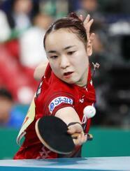女子準々決勝 ルーマニア戦の2試合目でプレーする伊藤美誠=東京体育館