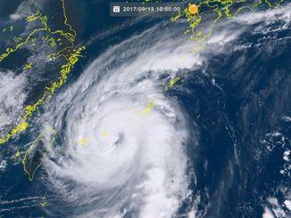 台風18号(13日10時50分現在、ひまわり8号リアルタイムwebから)